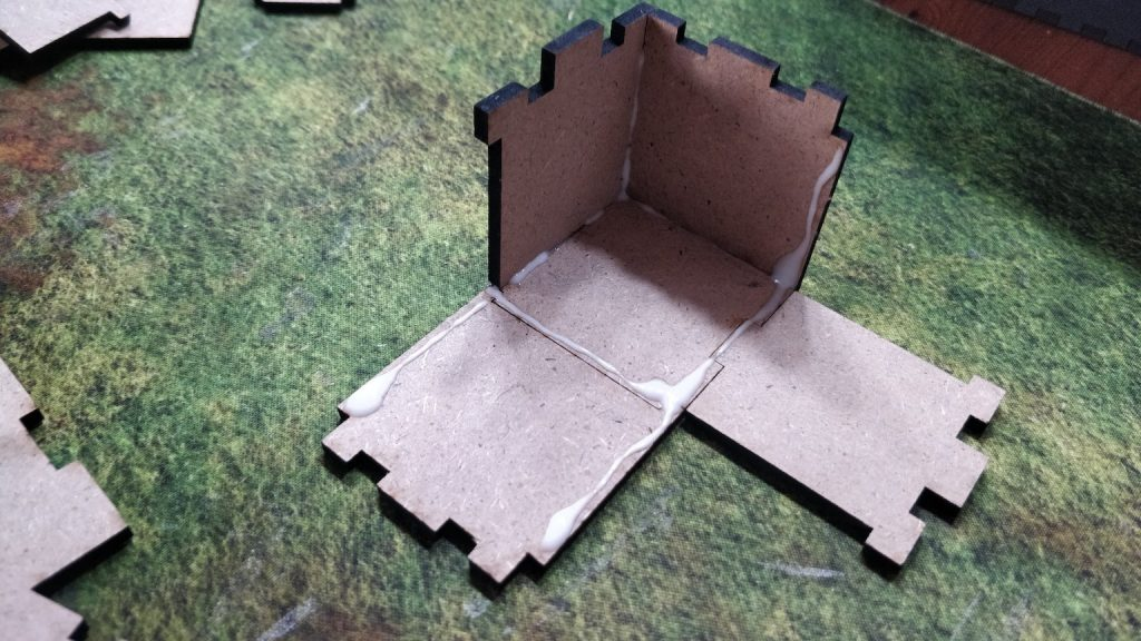 Fold up edges water crate